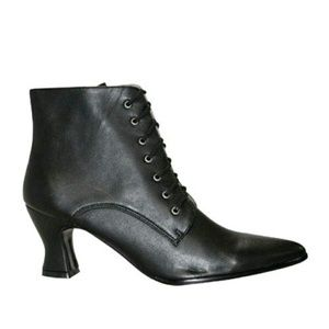 VICTORIAN ANKLE BOOT..12WW